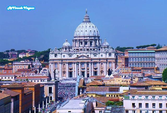 Praça São Pedro em dia de Audiência Papal no Vaticano