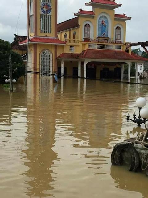 Toàn cảnh lũ lụt tại Ninh Bình và hoạt động cứu trợ tại Thanh Hoá - Ảnh minh hoạ 8