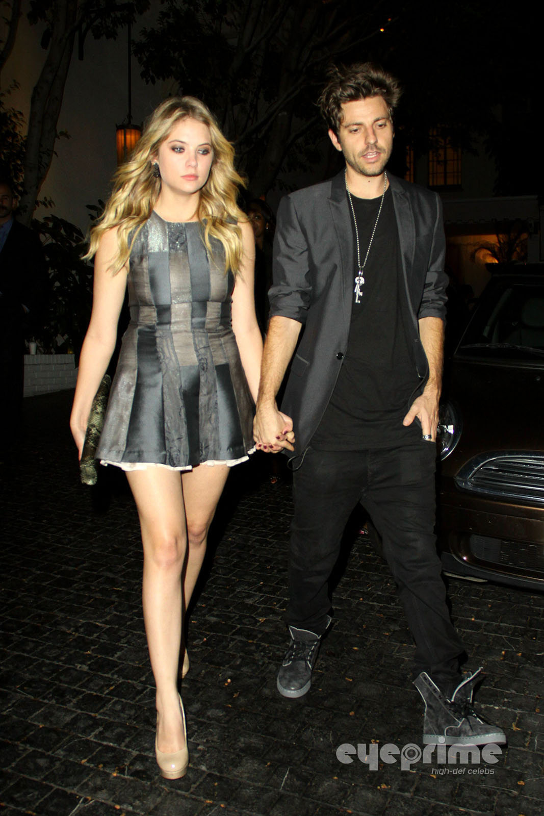 Cute Couple Hugging Wallpaper Ashley Benson S New Boyfriend 2011 My 24news And