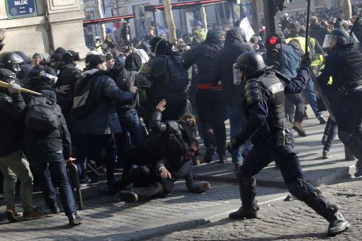 Prohíben manifestación de chalecos amarillos en Campos Elíseos de París, Francia