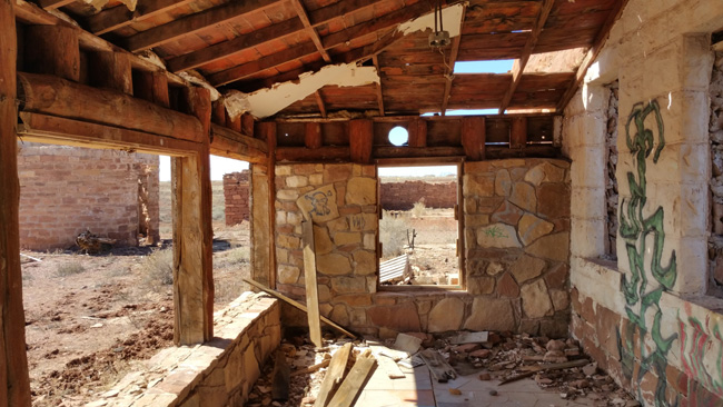 Abandoned Sunrise Trading Post Ruins in Leupp Arizona near Canyon Diabo