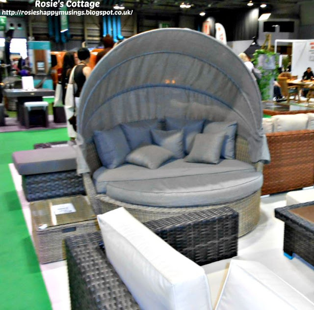 Rounded lounger with canopy