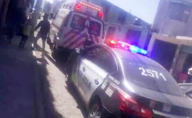 Paramédicos, patrullas, ambulancia