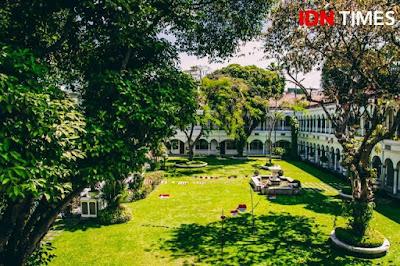 hotel majapahit adalah hotel bintang 5 yang memiliki nilai sejarah di surabaya dan cocok digunakan untuk liburan