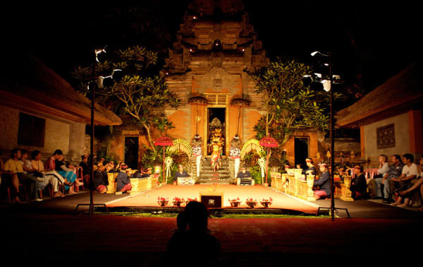 Pertunjukan seni di Puri Agung Ubud