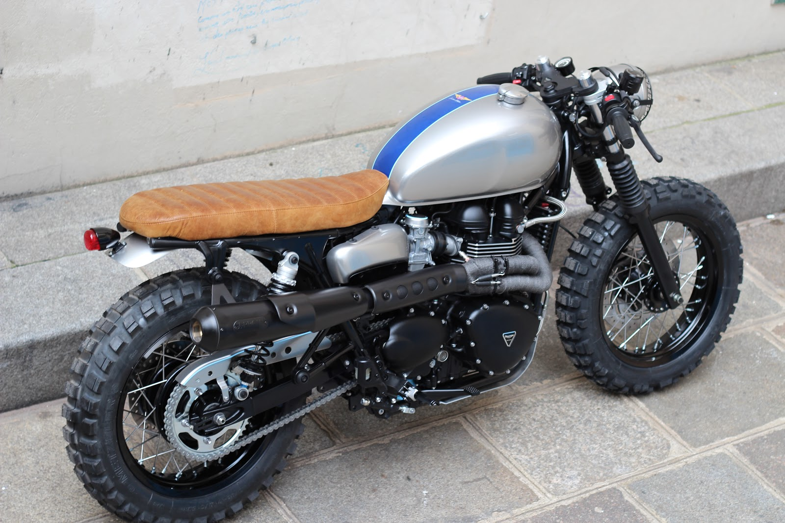 moto triumph hellas triumph scrambler cafe tracker by. Black Bedroom Furniture Sets. Home Design Ideas