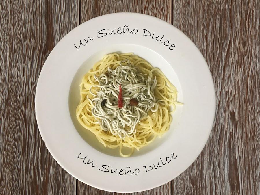 Spaghetti con angulas sucedáneas y ajo