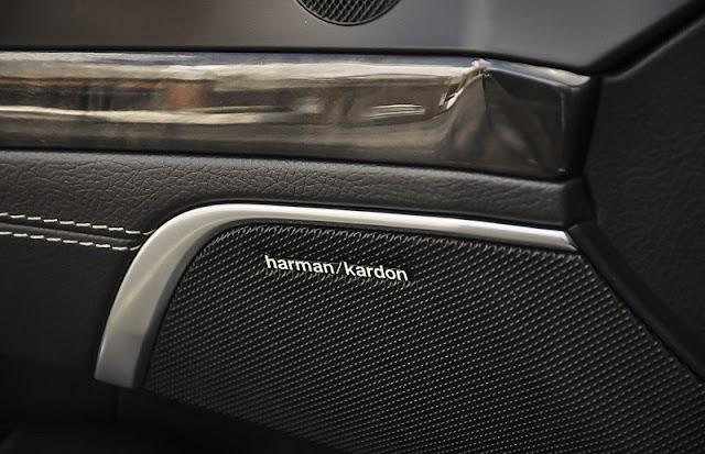 Mercedes SL 400 sử dụng Hệ thống âm thanh vòm Harman Kardon