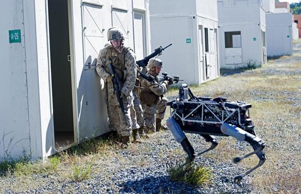 Marinha dos EUA inicia treinamentos com Spot, o robô quadrúpede do Google