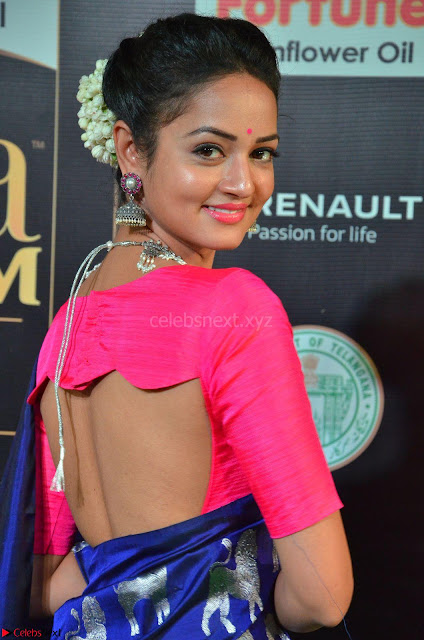 Shanvi Looks Super Cute in Pink Backless Choli Blue Saree at IIFA Utsavam Awards 2017 01.JPG