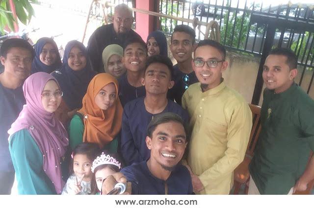 family potrait raya 2017, gambar raya keluarga mohd haniffa, gambar raya keluarga salmah abdul rahman, cucu mak ela, arzmoha, wefie raya 2017, gambar raya terbaik,
