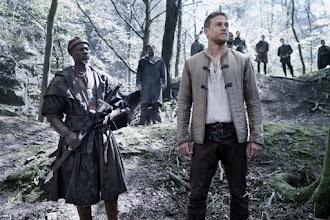 Cinéma : Le Roi Arthur : la légende d'Excalibur, de Guy Ritchie - Avec Charlie Hunnam, Jude Law - Par Lisa Giraud Taylor