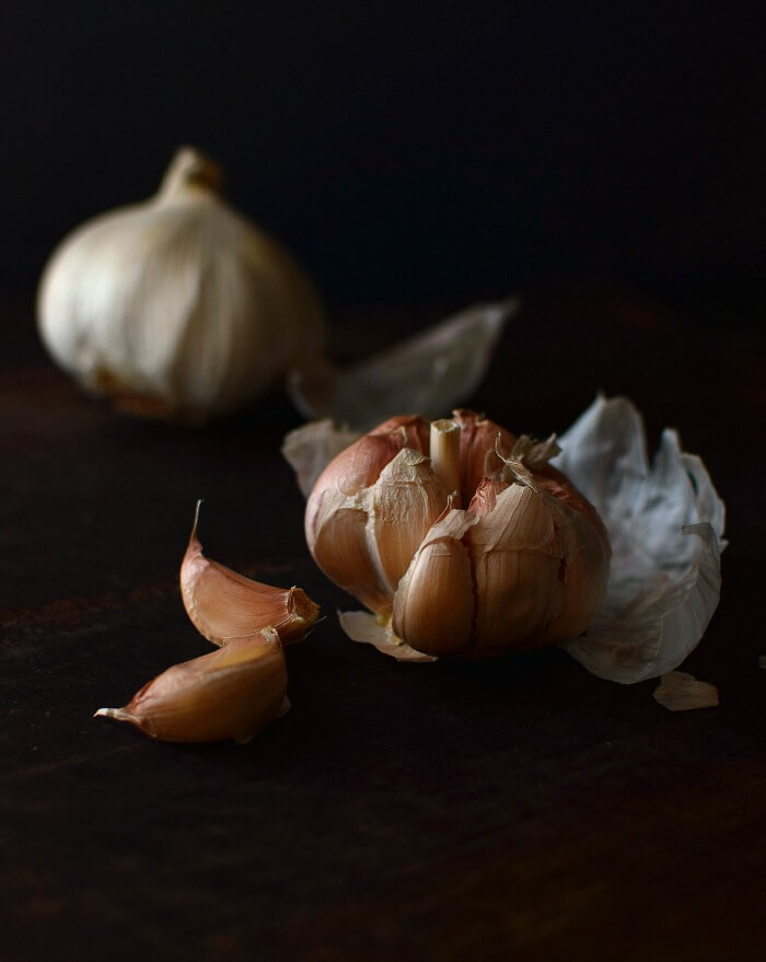 Fotografía culinaria: ajos low key