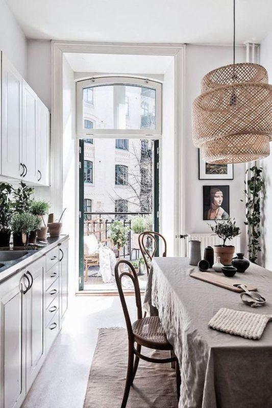 Кухня з балконом