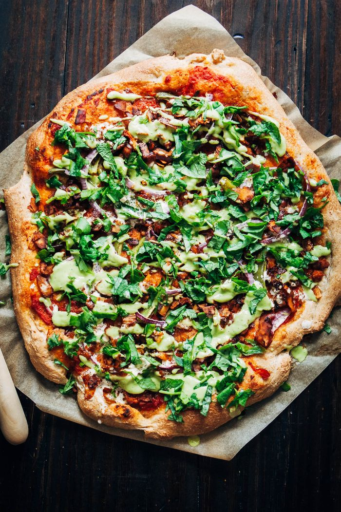 Vegan Bacon Ranch Pizza. Need more recipes? Find 25 Super Healthy Vegan Dinner Recipes for Weeknights. vegan dinner recipes healthy | vegan fall dinner | vegan recipes healthy dinners #vegans #veganlifestyle #veganrecipes #veganeats