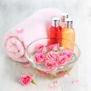 Découvrez les bienfaits de l'eau de rose pour la partie intime