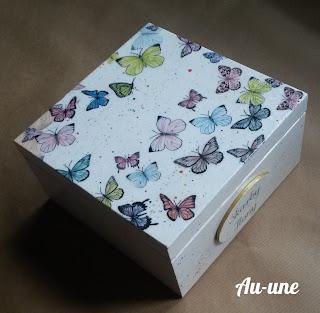Pudełka trzy - dużo motyli i kwiaty