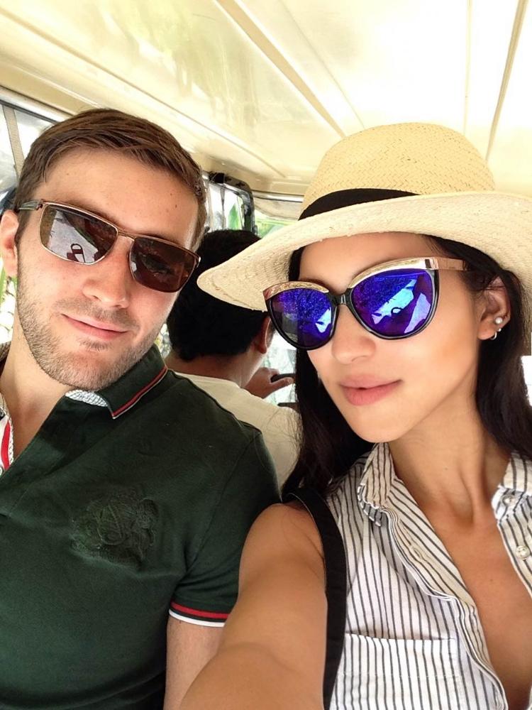 Euriental | fashion & luxury travel | Alila Villas Uluwatu, golf buggy selfie