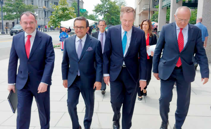 Tras anunciar que México y Estados Unidos, han alcanzado un entendimiento comercial, el presidente Enrique Peña Nieto, dijo que ambos países desean la reincorporación de Canadá a las platicas para lograr una exitosa negociación trilateral del TLCAN. (Foto: SE)