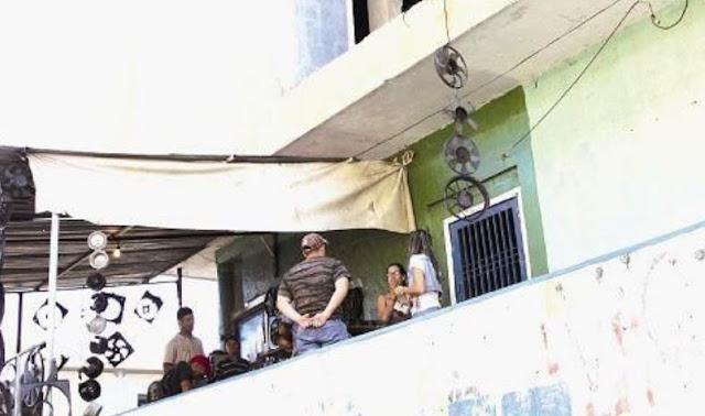 Asesinó al novio de su prima lanzándolo por el balcón por no querer consumir drogas con él