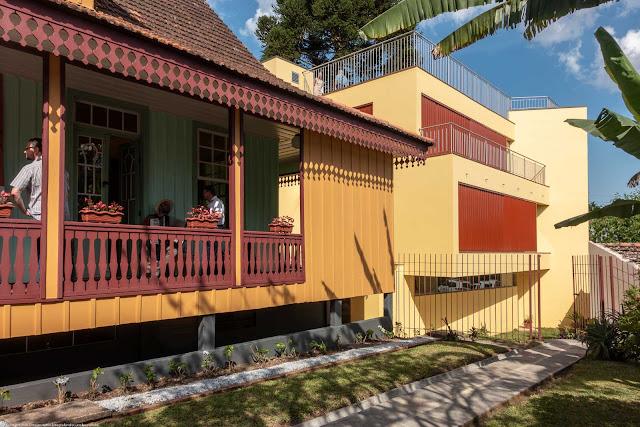 Casa Domingos Nascimento Sobrinho na Rua José de Alencar, sede da Superintendência no Paraná do IPHAN - Instituto Histórico e Artístico Nacional - lateral e prédio novo