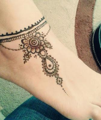 Design Henna Kaki Simple