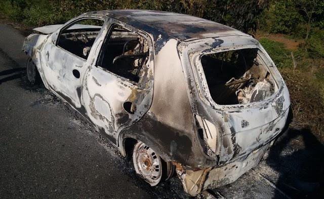 Veículo é encontrado carbonizado na zona rural de Catolé do Rocha (PB)