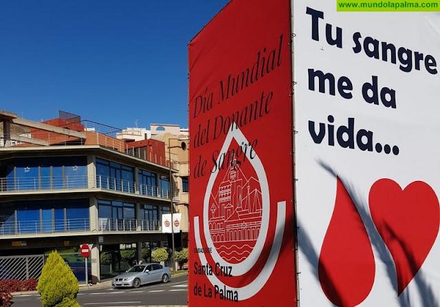 El ICHH y Santa Cruz de La Palma colocan un tótem que señala a la ciudad como sede provincial del Día Mundial del Donante