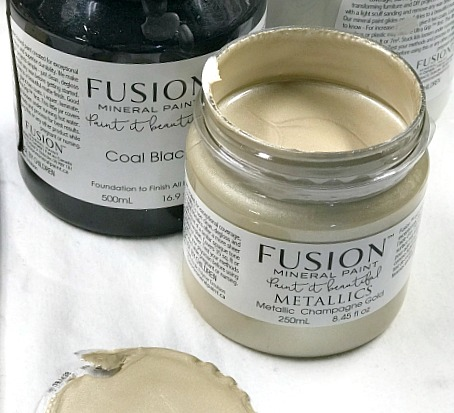 Fusion Mineral Paint in Champagne