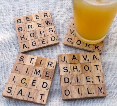 Scrabble jadi tatakan gelas.