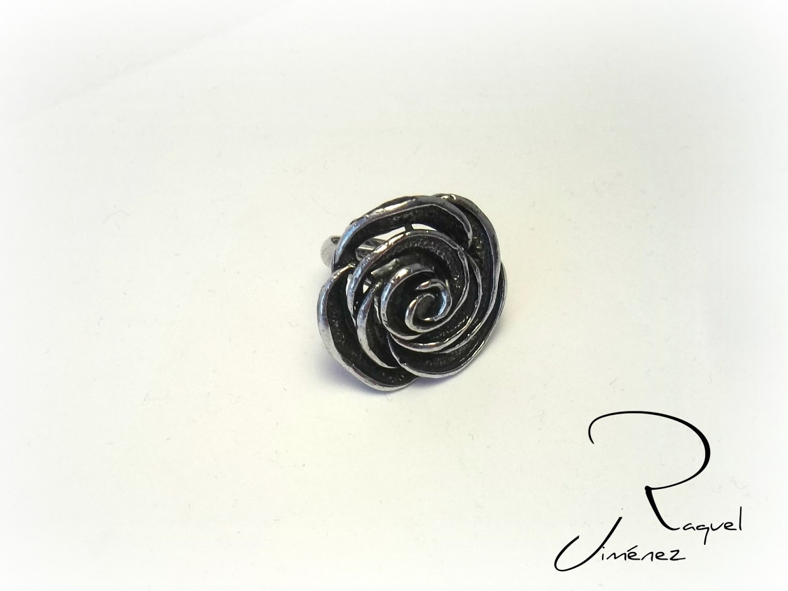 anillo rosa negra