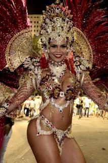 Unidos do Viradouro - Rainha de Bateria: Raíssa Machado.