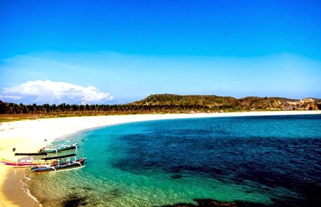 pemandangan pantai tanjung aan lombok