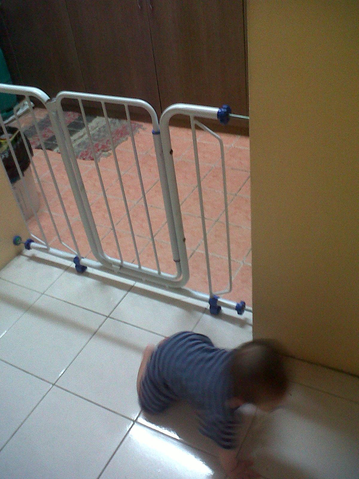 Preloved Safety Gate Baby Qi Only Rm30 Julia Johari
