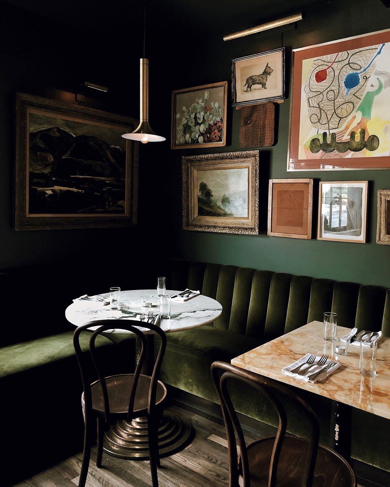 Woodstock New York, Silvia restaurant, green velvet interior - FOREVERVANNY / 072018 / Home Sweet Home