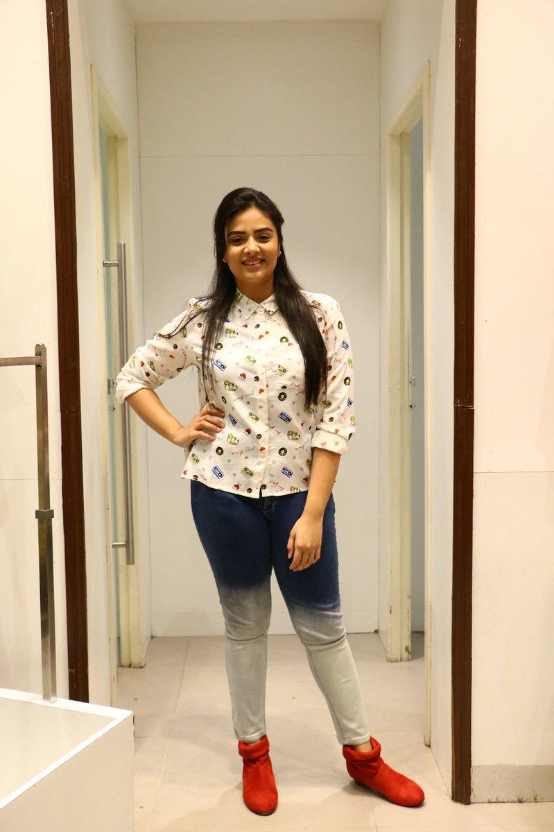 Indian TV Actress SreeMukhi Hot In White Shirt Tight Jeans