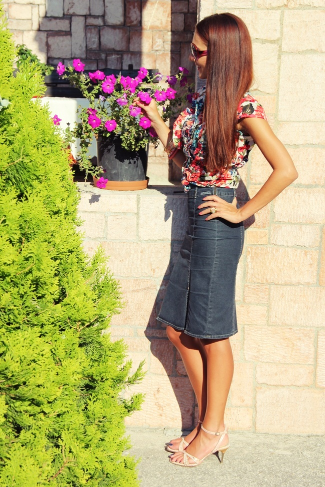 chic girly spring and summer outfits with denim skirts and floral shirts