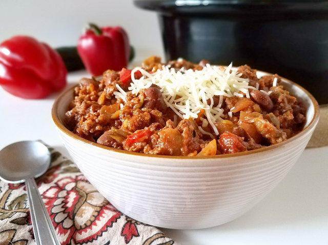 "This red chili is made with roasted red peppers instead of tomatoes, giving it a slightly different and wonderful flavor! In addition to being tomato-free (""nomato""), it's also gluten-free, has a lot of veggies hidden in it and can easily be made Paleo and Whole30 compliant. It's so good it'll be the only red chili you make!"