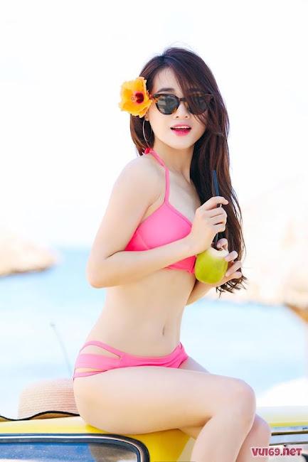 Nabi Nhã Phương Khoe Sắc Trong Bikini Đầy Nóng Bỏng