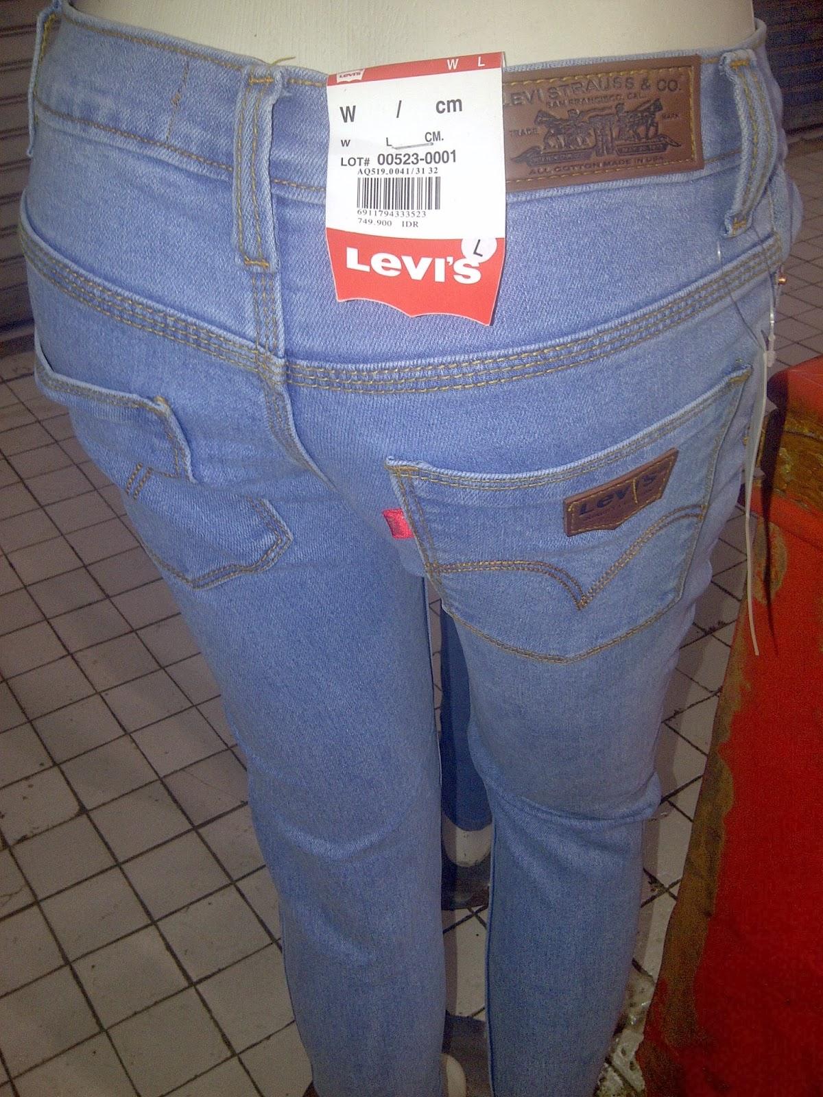 Celana Levi's Perempuan