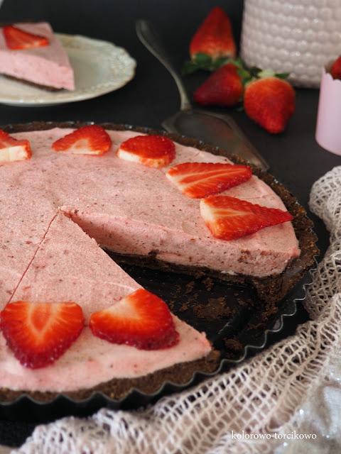 tarta-owocow-czekoladowa-bez-pieczenia