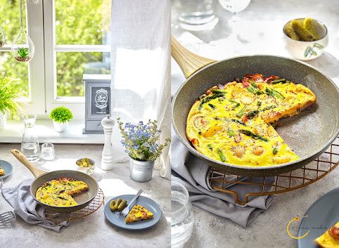 Frittata, czyli omlet z ziemniakami, szparagami i boczkiem