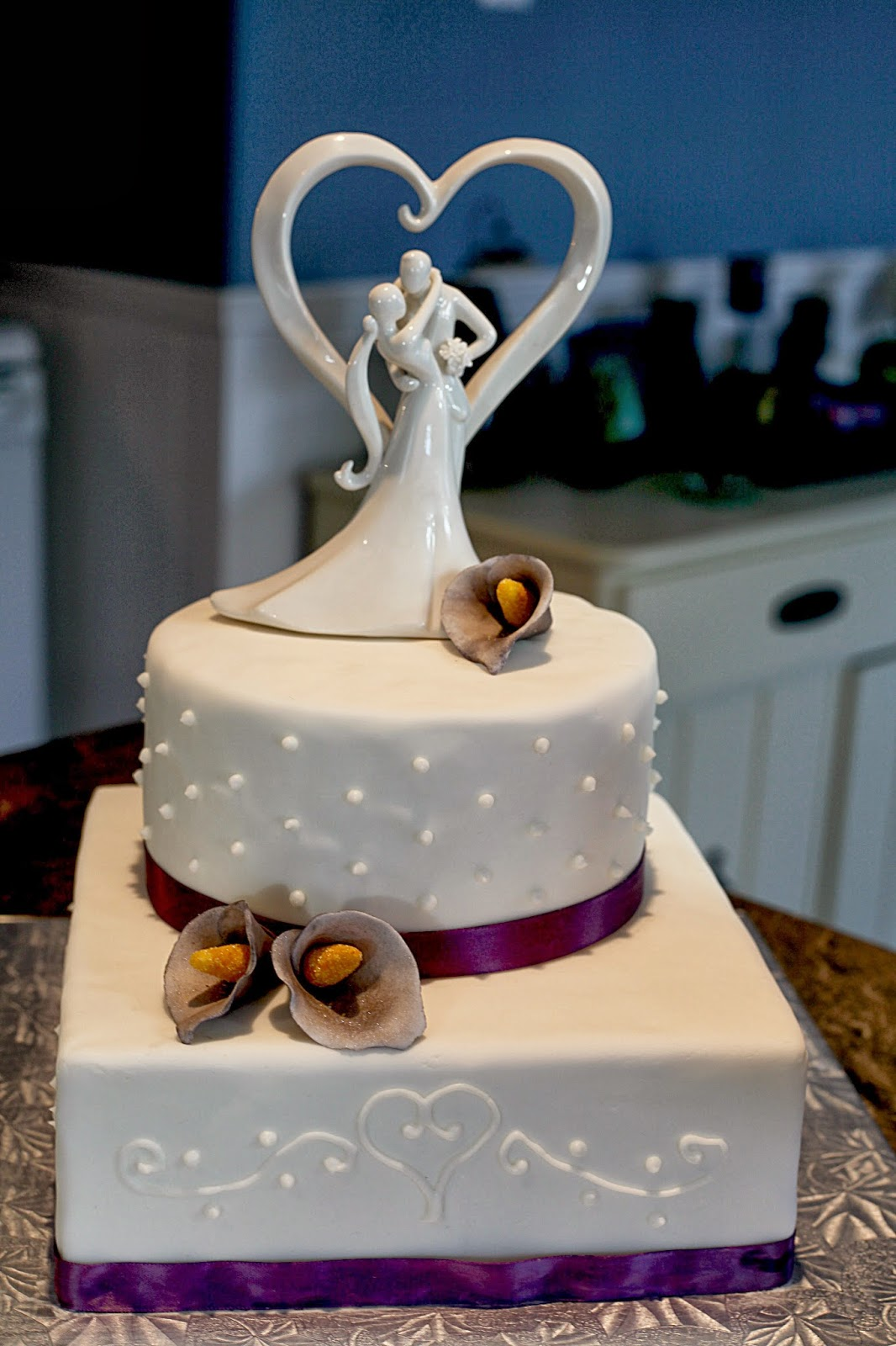 Purple Calla Lily Wedding Cake