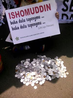 Nyindir, Umat Islam Lampung Kumpulkan Koin untuk KH Ishomudin