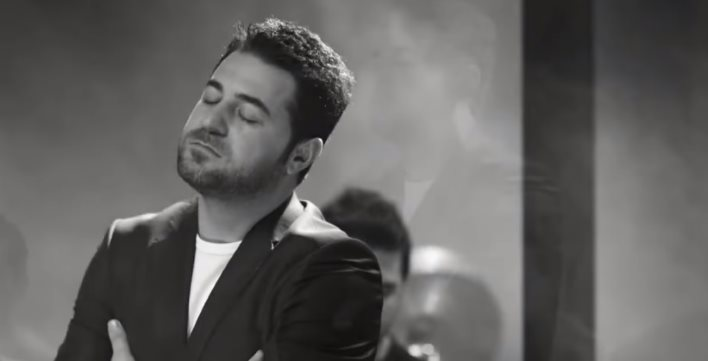 Aşk Ne Demek Bilen Var mı Şarkı Sözleri - Serkan Kaya