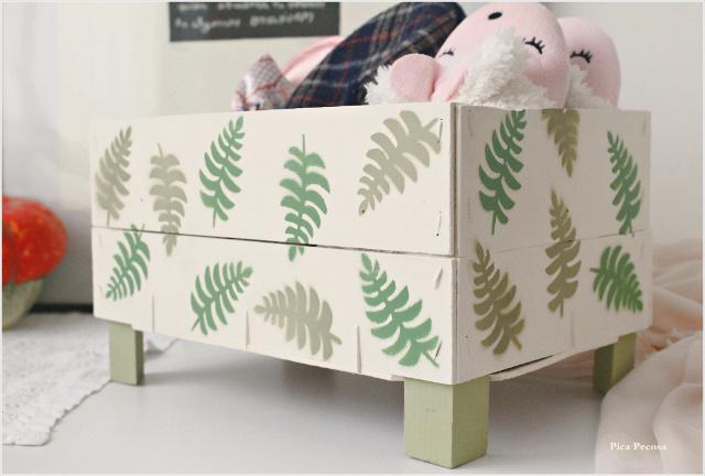 caja-fresas-reciclada-diy-almacenaje-zapatillas-casa-plantilla-pintura-spray
