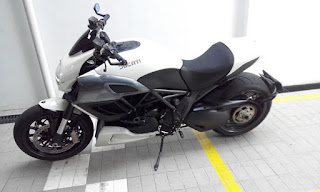 LAPAK MOGE JAKARTA : Ducati Diavel base Putih tahun 2012 Fp - JAKARTA