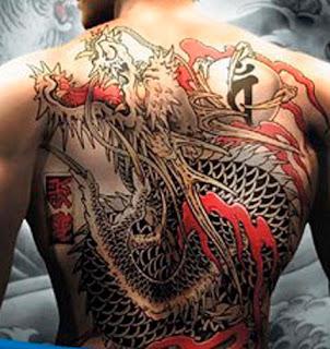 tato yakuza di punggung