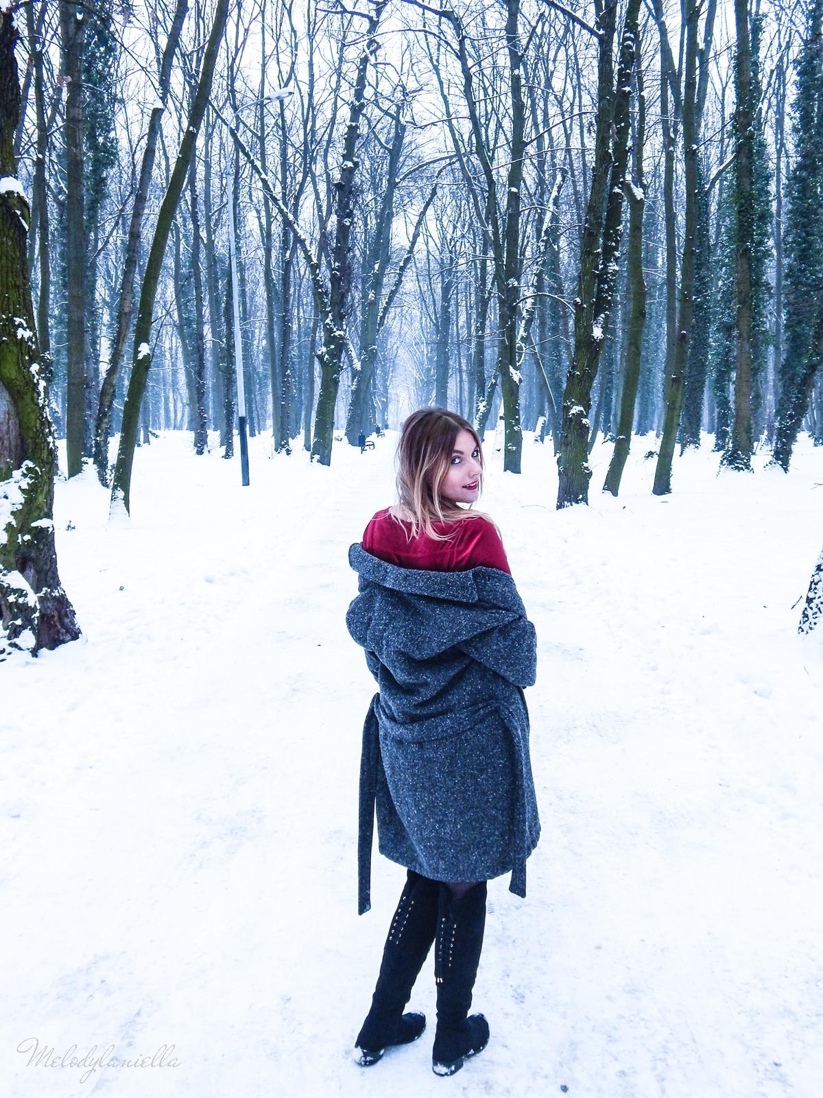 012 torebka manzana czarna czerwona aksamitna  sukienka zaful choker sammydress girl fashion zimowy lookbook stylizacja melodylaniella rajstopy veera pończochy fashion moda szary płaszcz muszkieterki deichmann