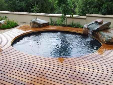 http://rumahsiana.blogspot.com/2017/03/membuat-kolam-renang-minimalis-dengan-biaya-10-jutaan.html